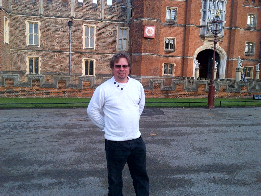 Hampton Court Palace Driver Guide